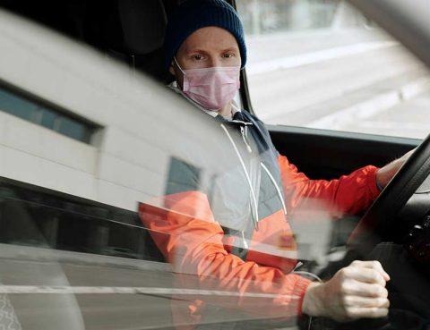 debo usar cubrebocas dentro de mi carro