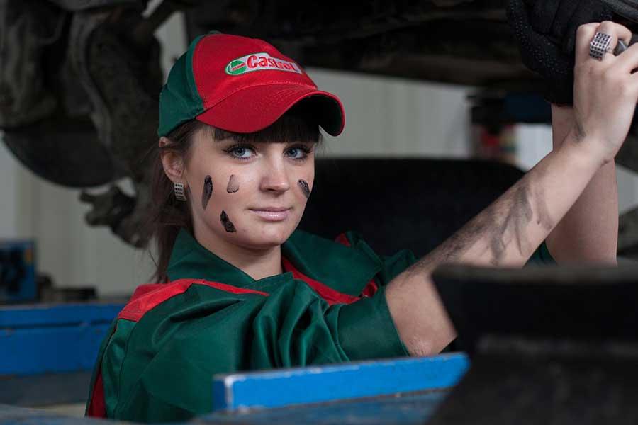 ¿Por qué le debo cambiar el aceite a mi carro?