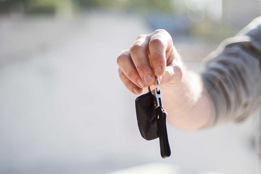Cosas que debes revisar al comprar un carro usado